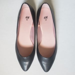 NWOT H&M Black Pointed Flats